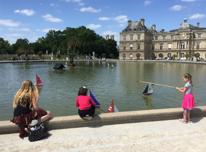 I could watch the kids playing in and around the pond in front of the Luxembourg Palace for hours.