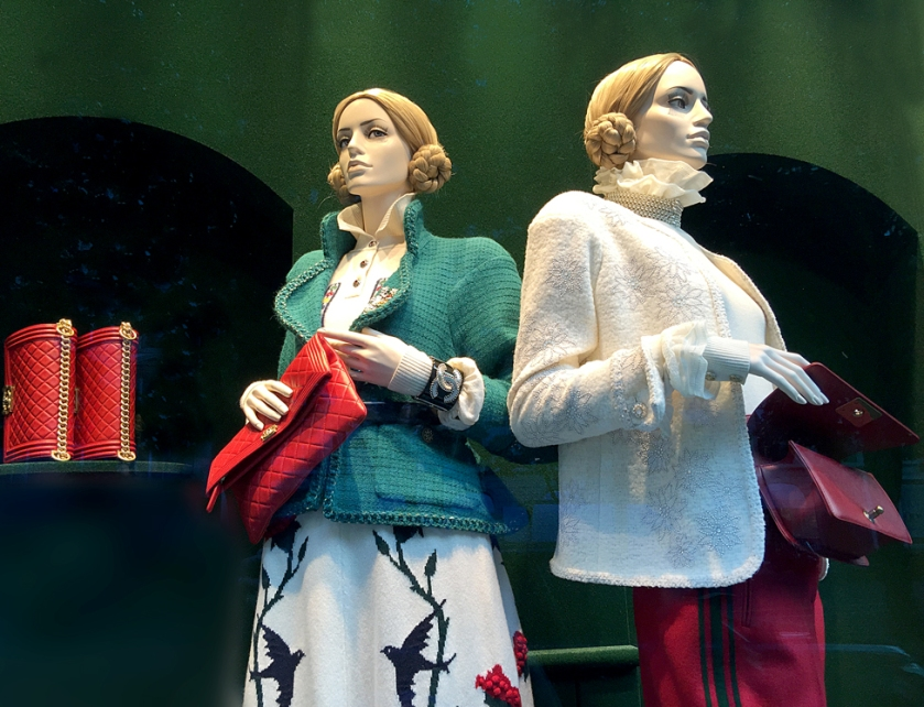 Yes, with Chanel shopping bags in hand, we also paid a visit to the shop on Avenue Montaigne.